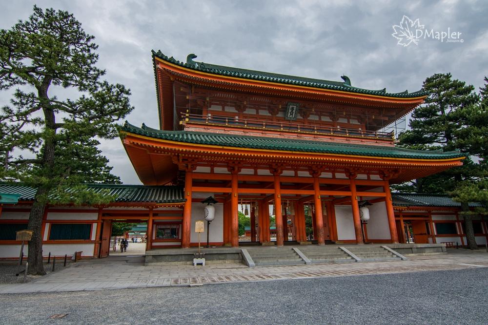 日本京都|平安神宮(へいあんじんぐう)|超大鳥居與撲滿白沙
